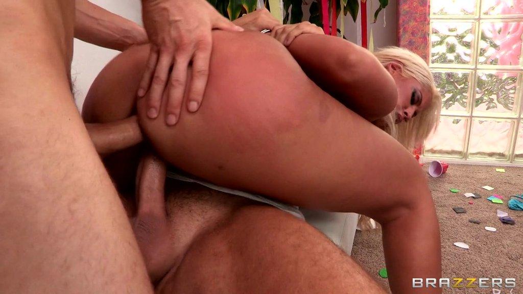 Busty Blonde Pornstar Getting Dp In A Scintillating Mmf Threesome