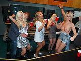 4 blondynki pod wplywem alkoholu