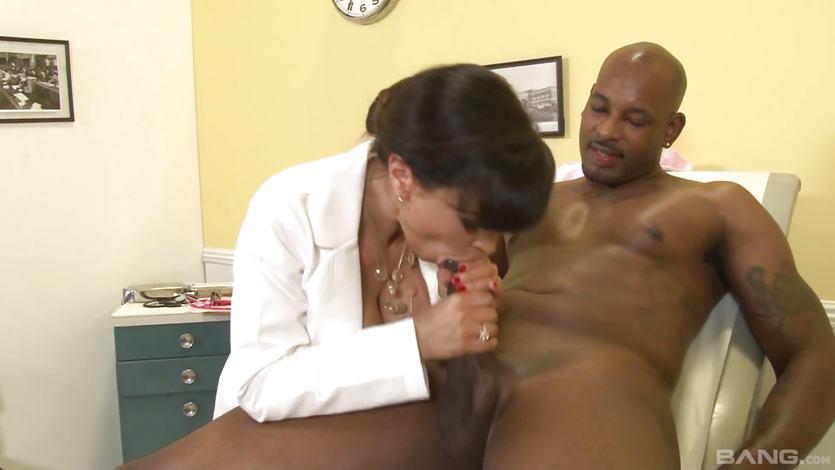 Lisa Ann sexy MILF doctor | PornTube ®