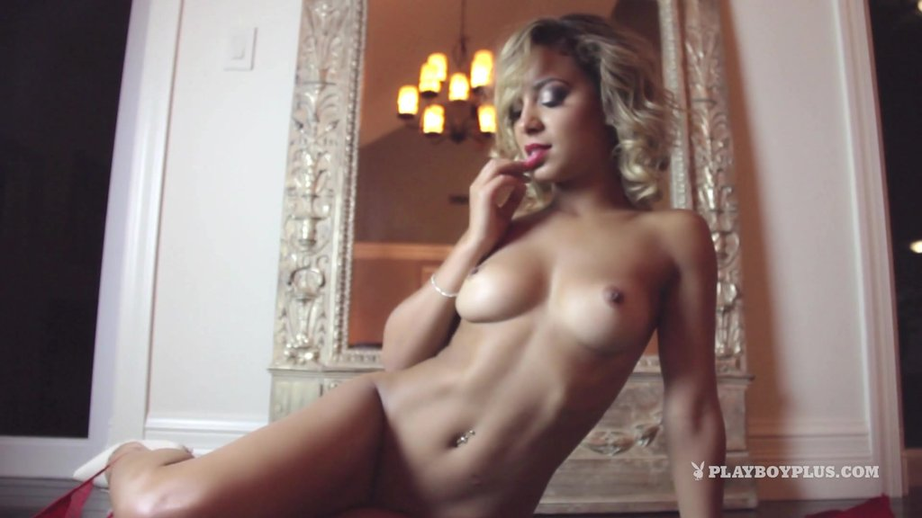 Marvelous Bimbo With Nice Ass In Bikini Stripteases Seductively In Reality Shoot