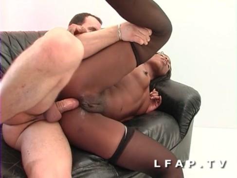 Black francaise grave sodomisee avant un bon facial
