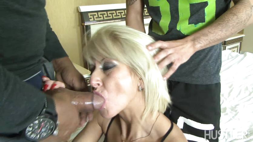 Cathy gets her ass stretched by cock   PornTube ®
