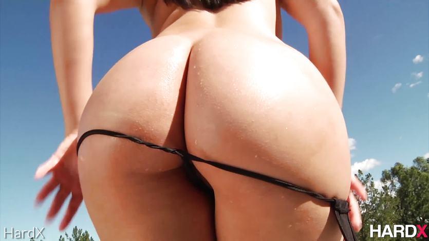 Valentina Nappi In 'Massive Curves' | PornTube ®