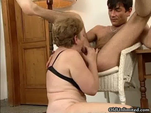 Horny housewive gets her wet cunt fucked