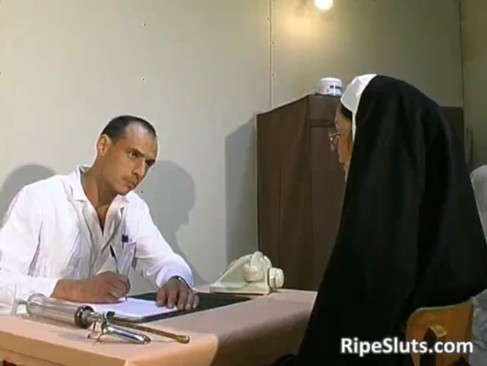 Old slut got t0rtured in the doctors