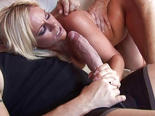 Badass blonde in threesome does blowjob and receives cumshot on face