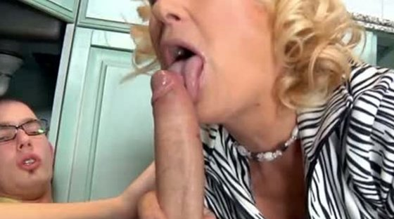 Lusty mature housewife gets laid with nerdy stud at her house - Housewives porn