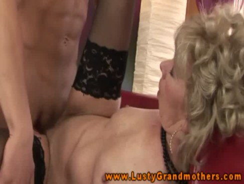 Mature amateur granny gets fucked