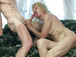 Granny fucked in her worn pussy