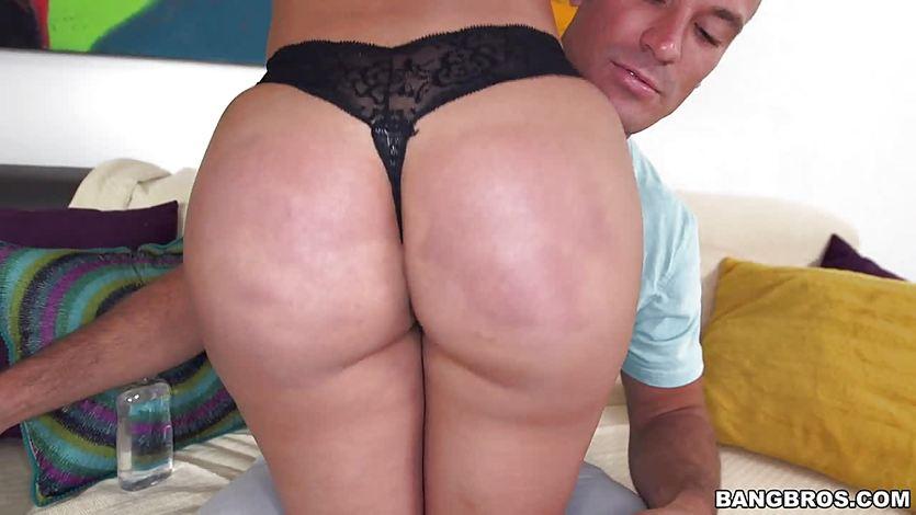 Curvy girl Diamond Kitty gets her ass pounded | PornTube ®