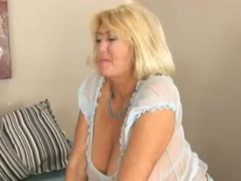 Granny on date. Meet her: www.saucydates.tk