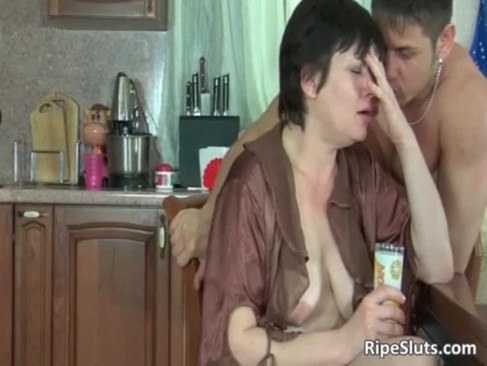 Busty chubby mature brunette gets wet