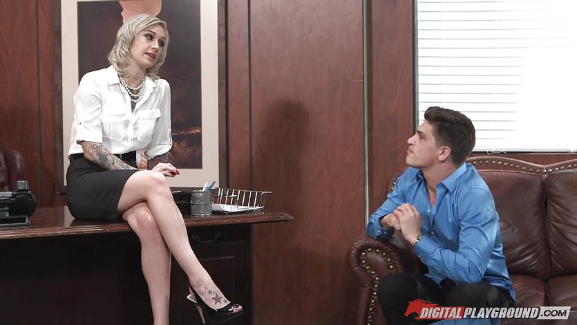 Kleio Valentien fucked in the office | PornTube ®