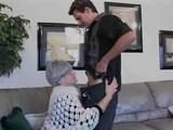 Babcia potrzebuje poczuc mlodego kutasa w cipie