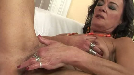 LOVE ME YOUNGSTER - Grannies porn