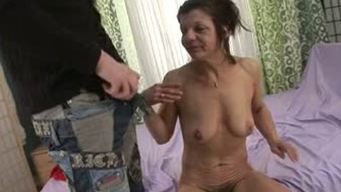Cute guy fucks hairy nasty pussy of old bitch in sideways pose - Grannies porn