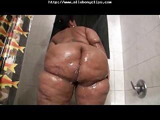 Big Booty Bella takes bath