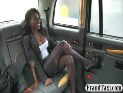 Hot ebony chick fucked by fraud driver to off her fare