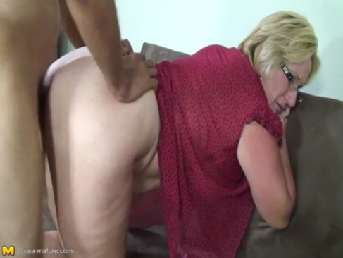 Molly - hot chubby MILF