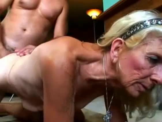 A Very Hot Blowjob From A Naughty Granny