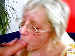 Oma Herta laesst sich in die alte Fotze ficken
