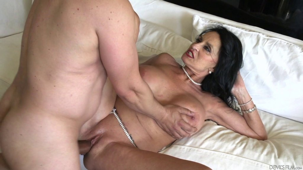 Horny Old Lady Rita Daniels Pounded In Her Shaved Cunt
