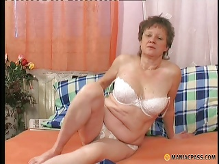Older mama getting banged hard