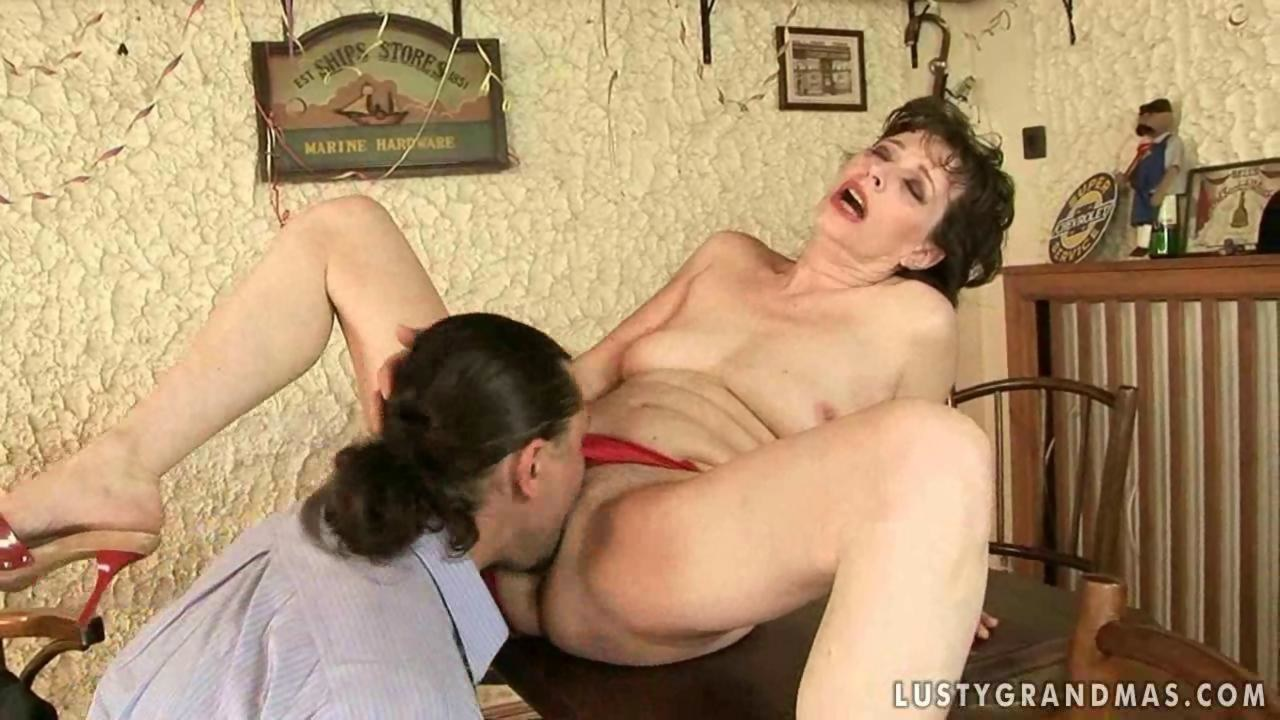 Lusty granny gets her hairy pussy fucked by the dude - Hardsextube