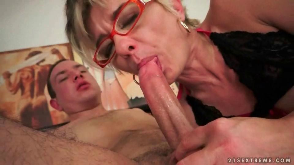 Granny and her boyfriend enjoying a nasty sex session - Hardsextube