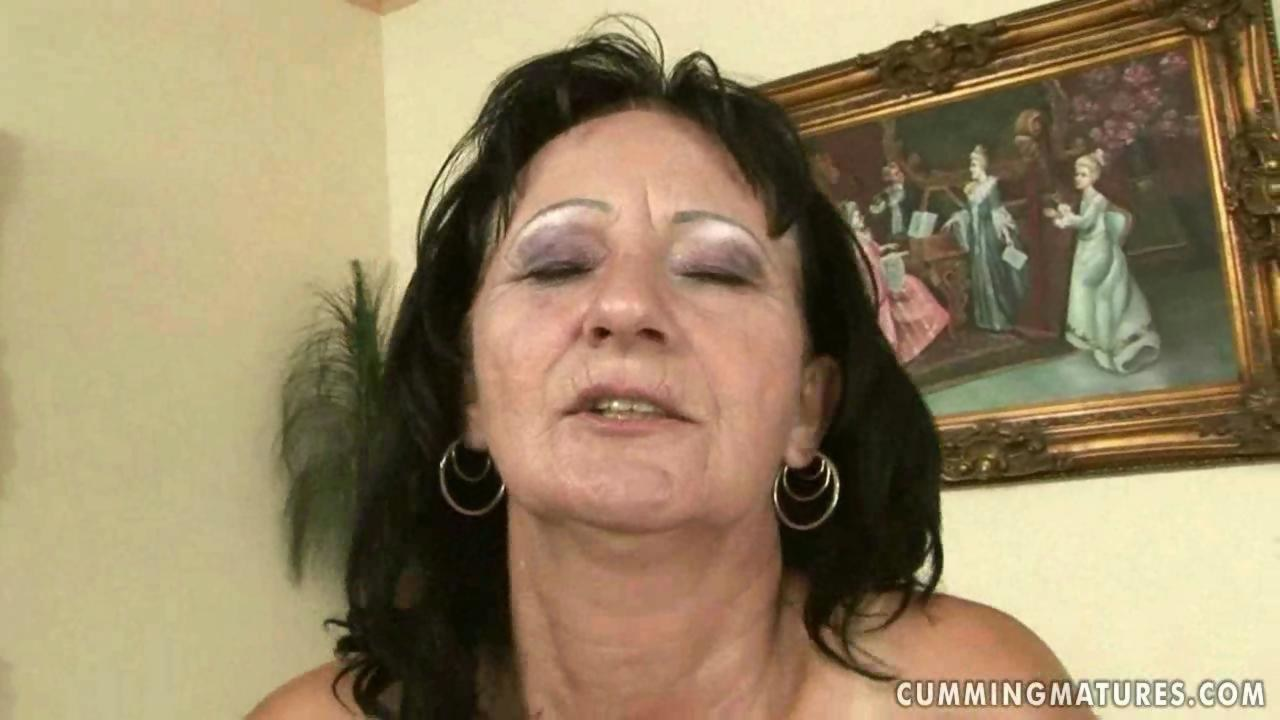 Granny getting her pussy rammed by machine - Hardsextube
