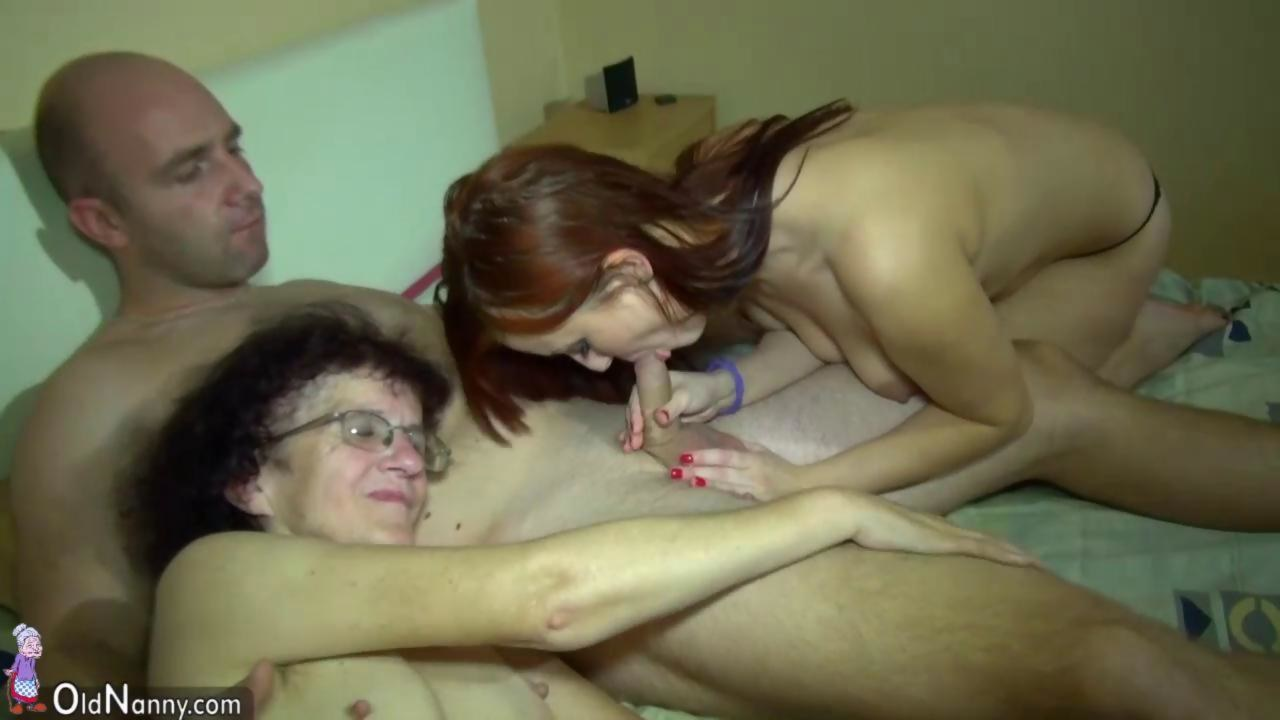 Young Girl and old Granny have fun in bathroom - Hardsextube