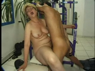 Older Russian Slut Fucking Her Personal Trainer In The Gym