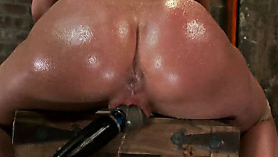 Amy Brooke has her amazing gaping ass fucked & hooked. Made to cum & squirt so hard her ass rosebuds - BDSM porn