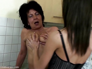 Granny with very thirsty cunt gets fisting from girl