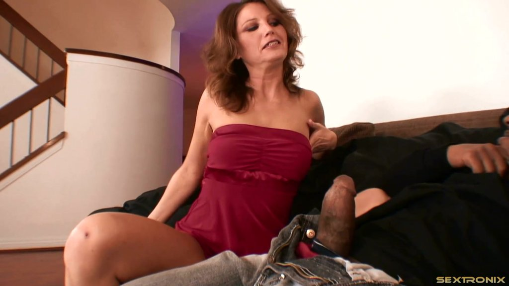 BBC Worshiping MILF Seduces A Black Guy With An Enormous Dick