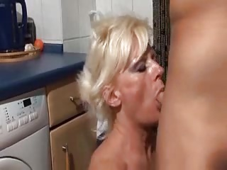 GRANNIE FUCK ON THE WASHING MACHINE -- mfl