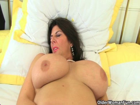 UK milfs Lulu Lush and Silky Thighs need orgasmic pleasure