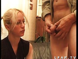 Jeune blonde francaise baisee par un vieux