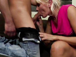 Amateur mature mom fucked by not her son