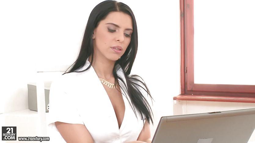 Elena Rae fucked by a massive dick | PornTube ®