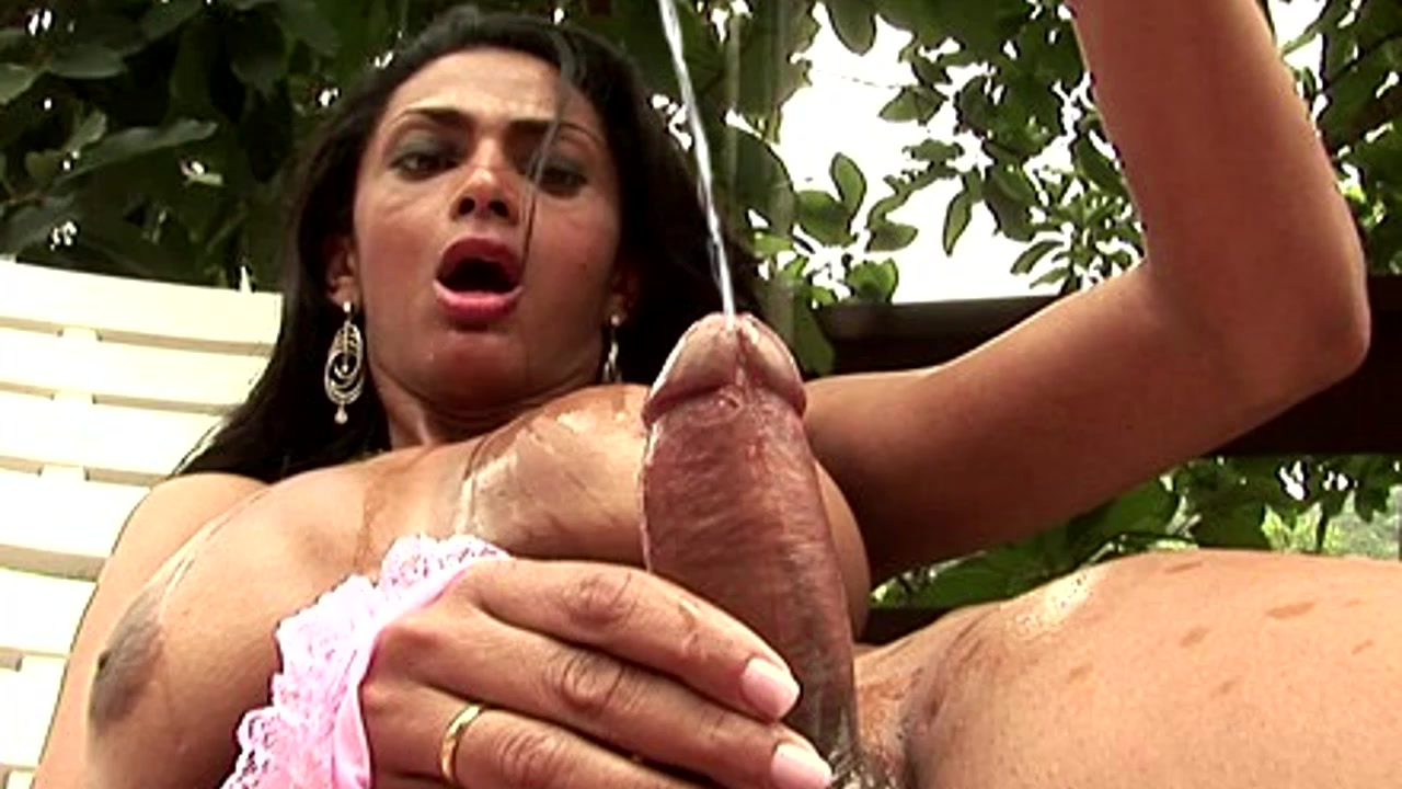 Hot Tranny Squirts Fruit Juice On Her Body And Jerks Off