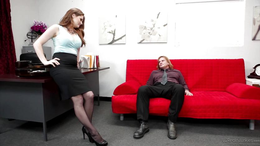 Hot boss Allison Moore takes advantage of a frustrated employ... | PornTube ®