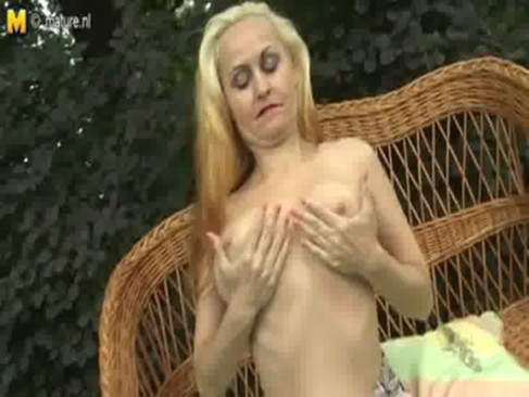 Amateur Mom Exposes Body - Hotmilf.co.nr