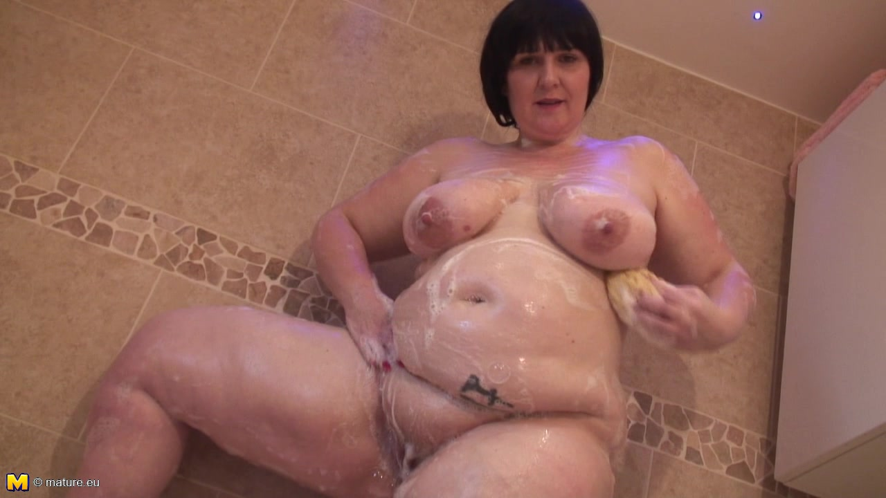 Mature BBW Plays With Chocolate Then Takes A Bubble Bath
