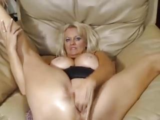 MATURE GRANNY GAPES HER FUCKHOLES