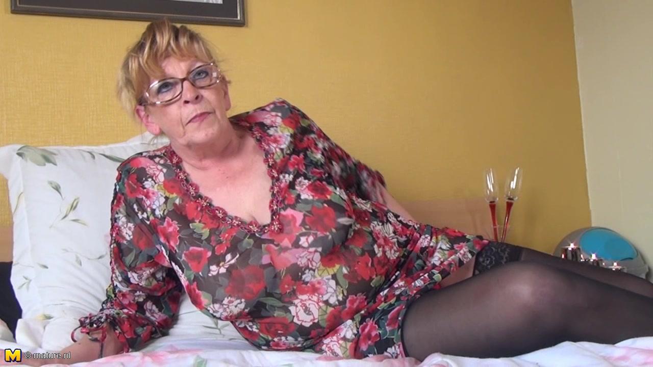 Порно старушек с обвислой грудью