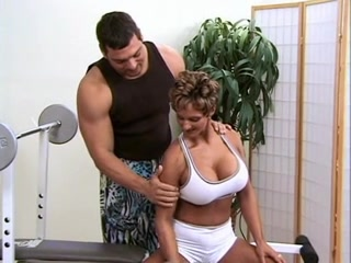 Female Bodybuilder With Sexy Big Tits Fucks Her Personal Trainer