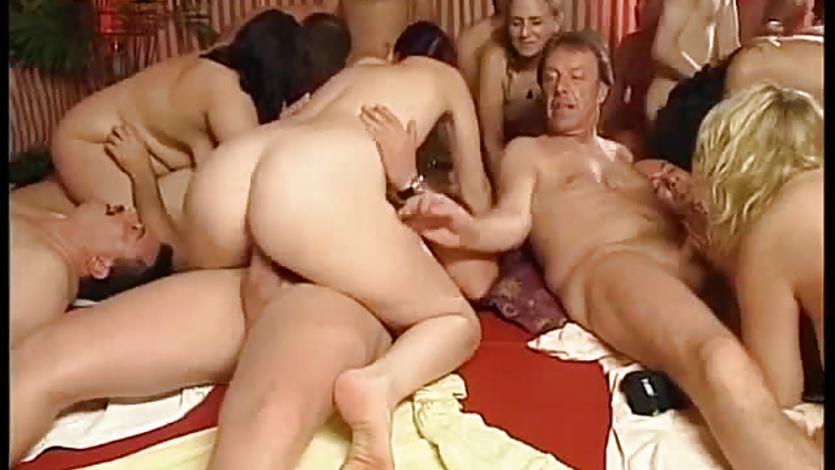 Creampie orgia rura