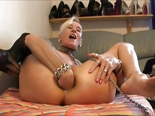 Mature lady breaks own ass by monster sex toy