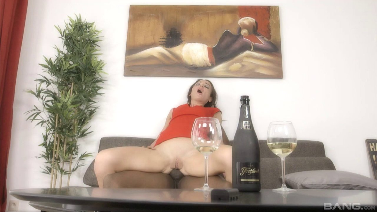 BBC Anal Completely Satisfies This Beautiful Girl